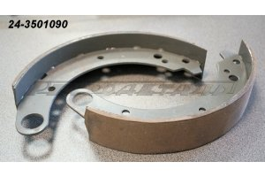 Brake shoe assembled with an overlay of GAZ cars, UAZ, RAF
